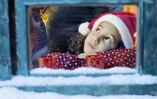 Průzkum Češi a Vánoce: Kdo nosí dárky? A jaké si přejeme?