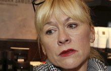 Hvězda Ordinace Dana Batulková uvízla v hnusné síti intrik: Chtějí jí zničit kariéru!