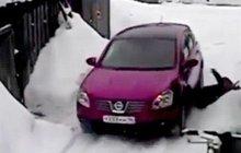 Žena se mstila za škrábanec na autě: Sousedku několikrát přejela!