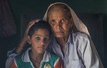 To je nejstarší matka světa! Jak žena (76) vychovává 6letého syna?