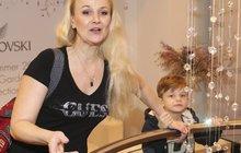Linda Finková má starosti se synkem (8): Vztekle ji mlátil na veřejnosti!