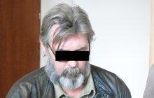 Soud rouhodl: Muž, který své nájemkyně šmíroval přes zrcadlo, je bez viny