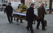 Další oběť šíleného střelce vyprovodili na poslední cestu: Brod se loučil s muzikantem