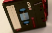 Tip na tvůrčí recyklaci podle partičky studentů: Peněženka ze starých audiokazet!