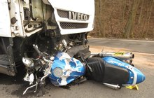 Dopravních nehod motorkářů s tragickými následky na českých silnicích neubývá.