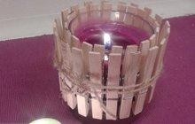 Kolíčky jsou nejen na prádlo. Vyrobte si z nich svícen!
