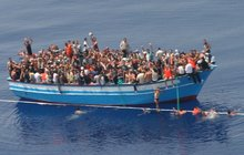 Rybáře kolem Středozemního moře děsí lodě s migranty: Místo ryb tahají  z moře mrtvoly!