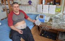 Karel (50) ze Sokolova má dialýzu doma: Stráví na ní 10 hodin v noci! A pak může klidně na ryby
