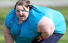 Nejtlustší Britku (350 kg) transportovali do nemocnice: Museli ji vytáhnout jeřábem! Akce trvala 7 hodin...
