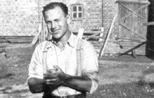 Pohřbíval své oběti zaživa! Lotyšský fanatik Arajs upálil v synagoze na 300 Židů