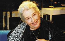Jedna z nejznámějších českých hereček, představitelka desítek skvělých rolí Stella Zázvorková (†83) proslula nejen svým talentem, ale také manželstvím s Milošem Kopeckým (†73). Nyní však vyplulo na povrch tajemství, údajně na své chalupě v Borotíně nedaleko Tábora měla herečka tajného milence!