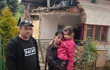 Chyba živnostníka udělala z rodiny bezdomovce: Byli doma a dům jim spadl na hlavu!