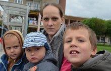 Zpráva o chudobě v Česku: Každá třetí rodina musí šetřit na dětech!