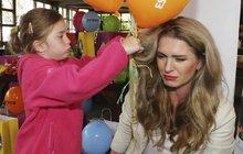 Menzelová se zacuchanými vlasy: Z dcery kadeřnice zřejmě nebude!