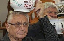 Menzel si nebere servítky: Zeman i Ovčáček patří do nočníku!