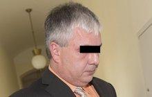 »Doktor hyena« před soudem: Vydělával na mrtvých pacientech!