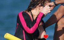 Slavná zpěvačka předvedla, co VELKÉHO ji drží nad vodou! Poučení: Neopren se vyplatí dopínat!