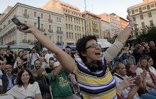 Řekové oslavují, že v referendu odmítli dohodu s věřiteli: Evropo, kašleme na tebe!