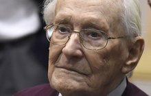 Výsměch! Osvětimský »účetní« Oskar Gröning (94): Jaký dostal trest za smrt 300 tisíc lidí?