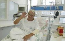 »Major Zeman« Brabec (81): První foto po kómatu! Učí se znovu chodit a skončí na vejminku...