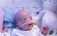 Zázrak? Lékaři nechtěli dát předčasně narozenému miminku šanci: Malá bojovnice se však chystá z nemocnice domů! Jak to rodiče dokázali?