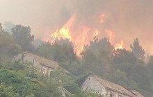 Hoří Korčula i Pelješac! Ráj českých dovolenkářů v Chorvatsku sužují obří požáry