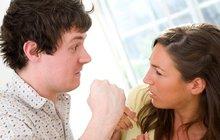Manželé spolu tráví celé dny, hádají se a rvou!