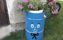 Jak si oživit zahrádku? Svůj tip má Marcela (36) z Mirošova: Veselý sud na květiny!