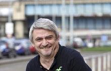 Rebel jako za mladých let. Michal Suchánek (53) se na koncertě Daniela Landy (50) tak odvázal, že ze sebe strhával oblečení!