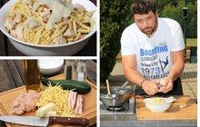 Vaříme cvalem s Michalem: Šéfkuchař Michal vykouzlil lehké jídlo pro všední dny. Těstoviny s kuřecím masem a cuketou!