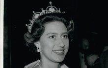 Aféry vévodkyně Meghan Markle musí prý být pro královnu Alžbětu II. úsměvné. Její sestra princezna Margaret totiž byla pořádnou průšvihářkou. Margaret údajně měla románek se známým drogovým dealerem. Dle informací odhaleno.cz mělo princeznu uchvátit jeho obrovské nádobíčko.