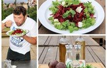 Vaříme cvalem s Michalem: Zdravá večeře či svačina? Šéfkuchař Michal si ví rady a připravil salát s červenou řepou!