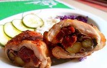 Tip (nejen) na nedělní oběd: Roládky z kuřecích stehen podle Jany Remkové