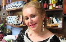 Jen pro silné žaludky! Už zítra v Prostřeno: Milovnice vínka Irča naservíruje hostům vlasy a plíseň!
