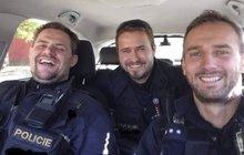Nejkrásnější policisté v Česku! Fotka, ze které se ženám podlamují kolena
