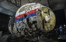 Letadlo sestřelené na Ukrajině: Poskládáno z tisíců úlomků! Trpěli lidé uvnitř?