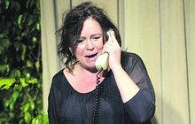 Život na drátě! Herečka Sedláčková visí non-stop na telefonu! Závislost nebo co?