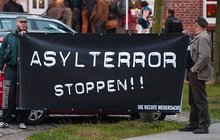 Sociální experiment Angely Merkel!  Běženci nadávají na nudu:  A kde jsou PlayStationy?