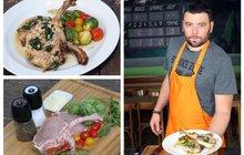 Vaříme cvalem s Michalem: Kuchař Michal připravil maso a zeleninu nejen na svátek. Uvařte si bylinkové kotlety s kapustičkami!