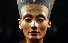 Hrobka Tutanchamona zřejmě skrývá tajnou komnatu. Je tady pochovaná královna Nefertiti?