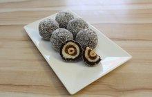 Pečeme na Vánoce s cukrářem Honzou: Výborné nepečené cukroví, které zvládnou i začátečníci? Zkuste kokosové koule s překvapením!