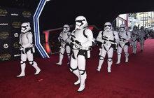 Nejdivnější hvězdy premiéry Hvězdných válek: 800 m rudého koberce a na něm...