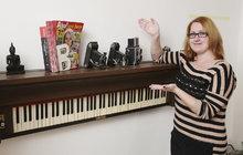 Hanka (27) z Klecan a netradiční nápad z hudebního nástroje na vyhození: Police z pianina!