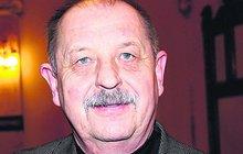 Oldřich Vlach (74) se vrací k práci: Je po těžké operaci zad!