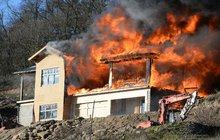 Shořela dřevostavba za 5 milionů! Za oheň může žhář?