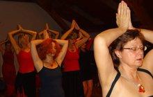Jitka Vydarená (53) je lektorkou Mohendžodára, tantra jógy, která probouzí ženskost. Je to obřad, který muž nesmí vidět!