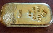 Na dně jezera objevila zlatou cihlu: Našla nacistický poklad?