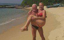 Playboy týdne: Zpěvák si užíval na Srí Lance. Drobný nosí lásku na rukou!