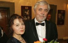 Libuše Šafránková (62) a Josef Abrhám (76) slaví 40 let manželství. K »rubínové« svatbě si nadělili dárek: Natočí společně pohádku! Navzdory Libuščině nemoci…