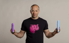 """Adam Durčák, manažer sexshopu Růžový slon, nám prozradil, jaké """"hračky"""" jsou v současné době v kurzu. Vyzkoušejte některou i vy!"""